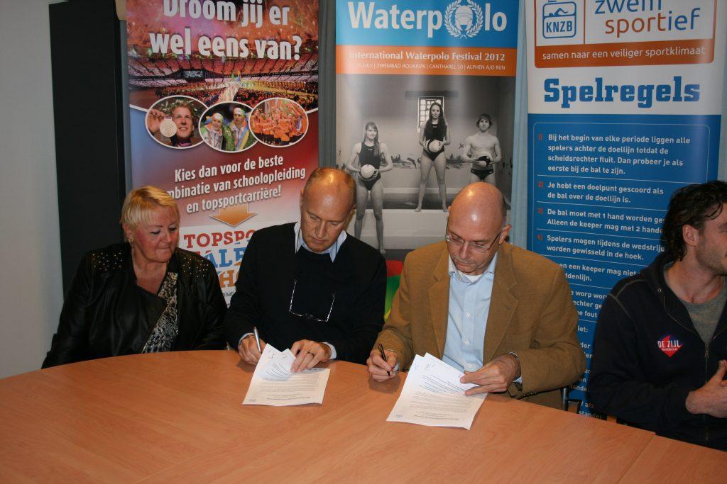 Ondertekening KNZB-WOC overeenkomst 2013